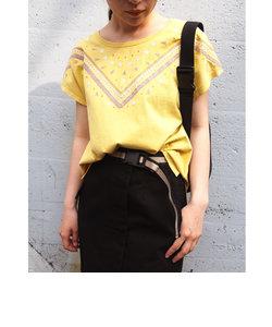 デコルテ刺繍Tシャツ