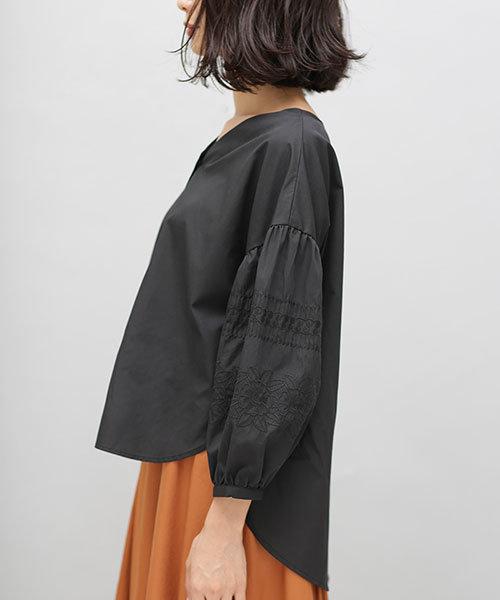 【WEB限定】袖刺繍ブラウス