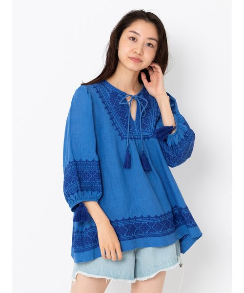 EMBROIDERED TOP W/TASSEL