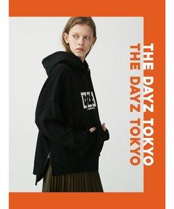 【THE DAYZ TOKYO】ユニセックス DZTプリントサイドZIPフーディー