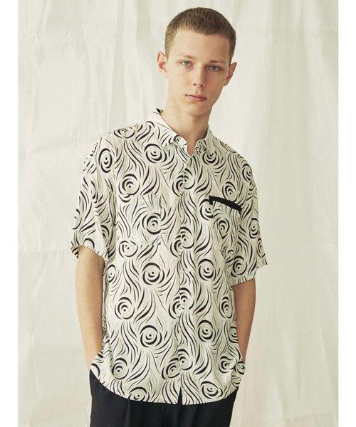 幾何学プリント半袖シャツ
