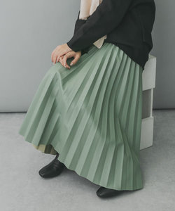 KBF+ フェイクレザープリーツスカート