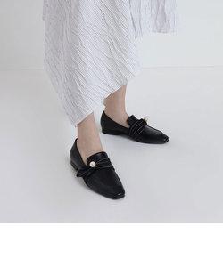 パールエンベリッシュ ルーシュディテールローファー / Pearl Embellished Ruched Detail Loafers