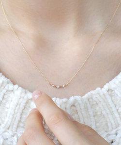 三粒ダイヤのスクエア透かしネックレス