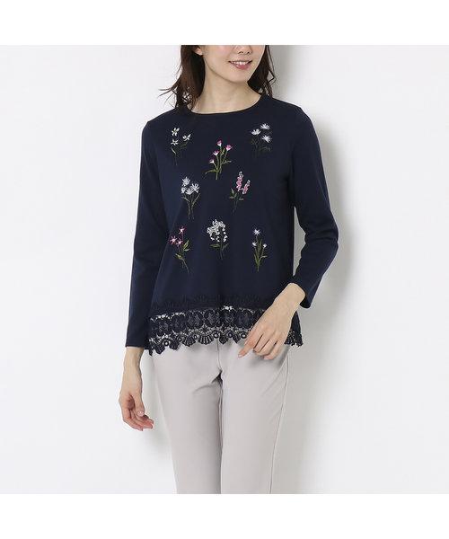 ボタニカルモチーフ刺繍の裾レースカットソー
