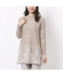 裾フラワージャガードのハイネックセーター