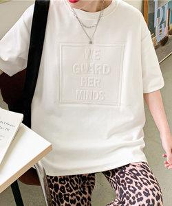 エンボス加工ロゴTシャツ/トレンドカラー立体ロゴ