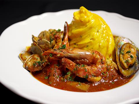 5種の魚介を使ったイタリアントマトのペスカトーレ
