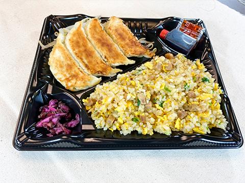 チャーハン弁当(餃子4個入り)
