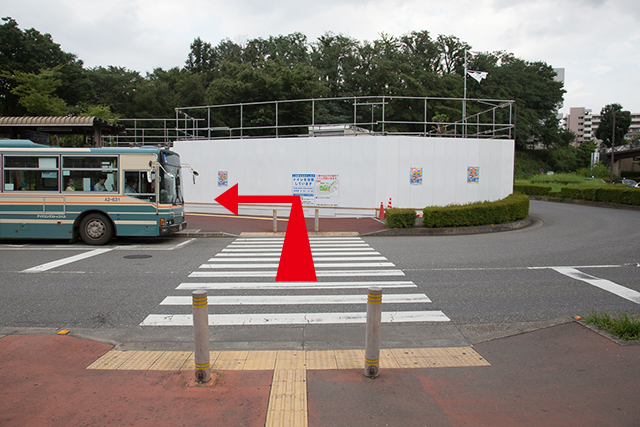5.Turn left after crossing the crosswalk