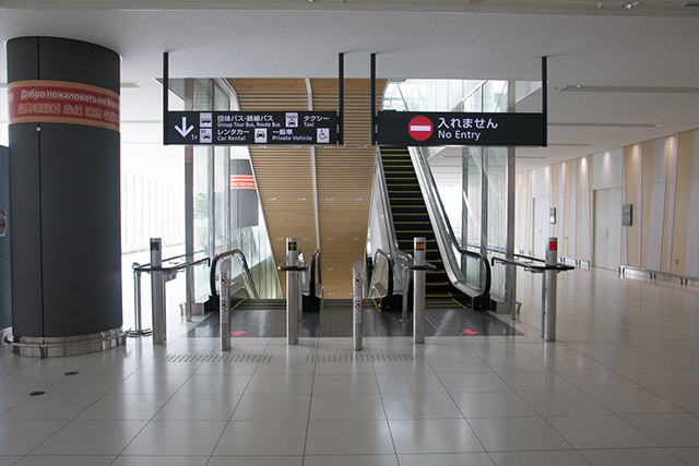 5.Use the escalator to go to 1F