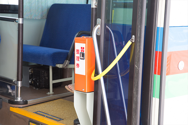 6.Take an fare ticket when boarding. (When alighting, insert your fare and fare ticket into the fare box adjacent to the driver seat.)