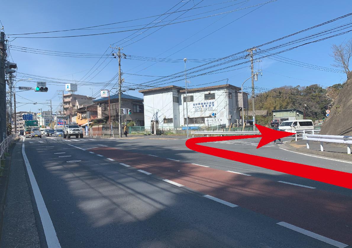 D:在富冈町十字路口左转