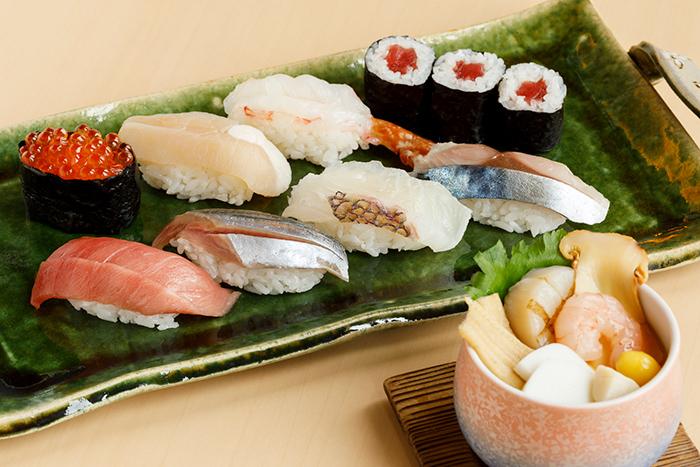 在大收獲的秋刀魚是老鋪的把手
