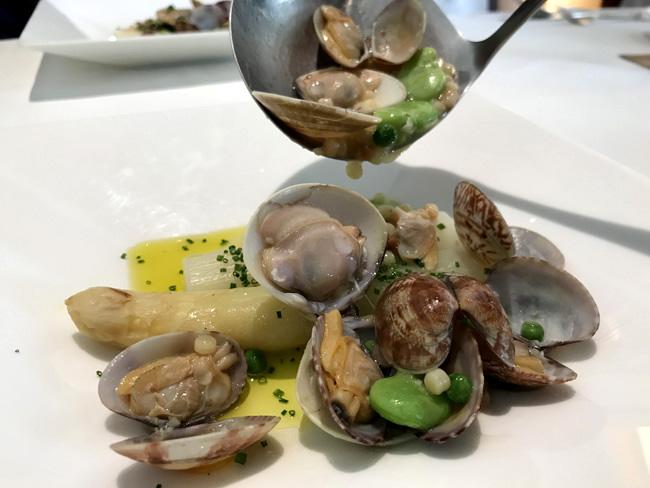 itariaveneto產白蘆筍和蠶豆,淺利的白葡萄酒清蒸